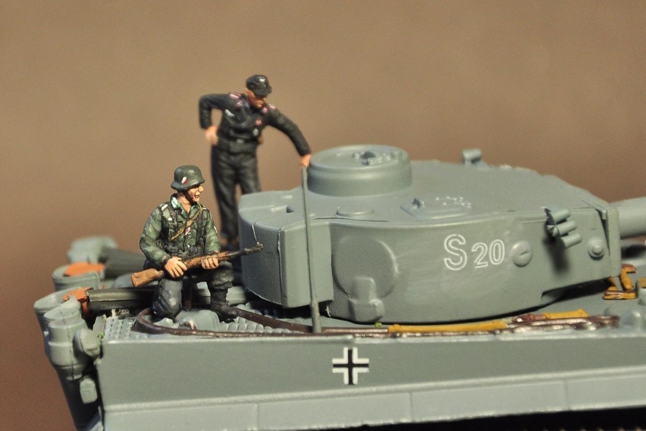 Tank rider, 1/72 scale