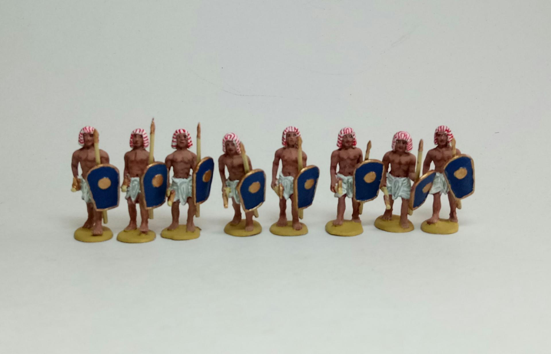ÄG-07 Egyptiens avançant avec la lance et le bouclier 1/72