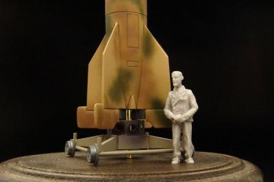 BRL72076 - Werner von Braun 1/72