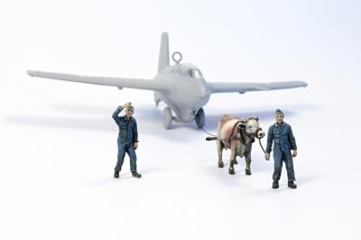 72346 - Towing Ox with 2 Luftwaffe ground crew figures 1/72