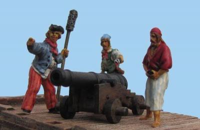 72-8002 - 3 Piraten mit Schiffgeschuetz 12 Pfd. Rohr 1/72