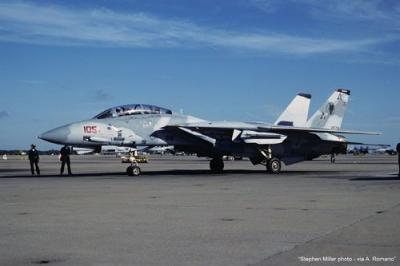 """02152 - Grumman F-14A/B Tomcat """"VF-74 Be-Devilers Adversary"""" 1/72"""