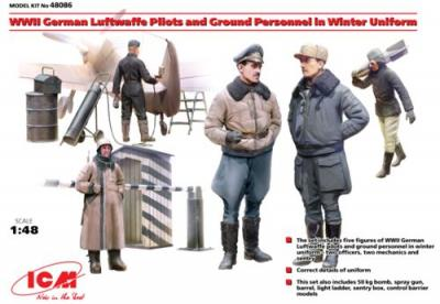 48086 - WWII German Luftwaffe Pilots and Ground Personnel in Winter Uniform (5 figures)