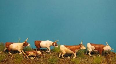 72-9502 - Longhorns auf dem Trail 1/72