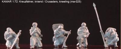 ma-025 Croisés se recueillant (à genoux) 1/72