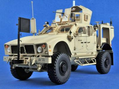68605 - US M-ATV MRAP (Oshkosh) (built & painted) 1/16