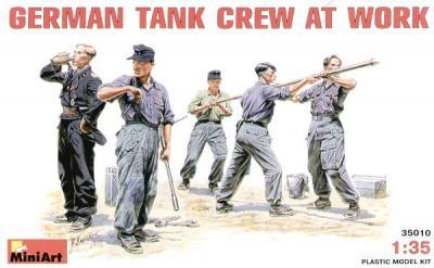 35010 - German Tank Crew at work WW2