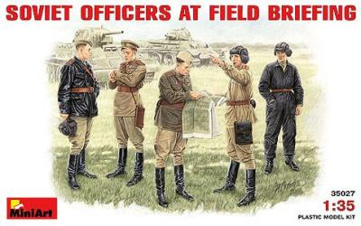 35027 - Soviet Officers at field briefing WW2