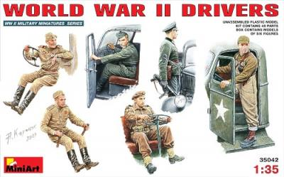 35042 - WWII driver figures