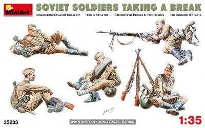 35233 - Soviet Soldiers taking a break WWII
