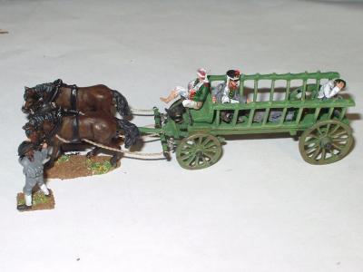 JS72/0411 - Paysan avec chevaux de trait et chariot et soldats russes et prussiens blessés 1/72