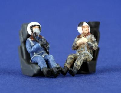 PJ721113 - 2 x modern Russian (Post WWII) pilots seated in aircraft 1/72